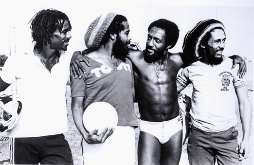 Anecdotes sportives dans Culture 8__bob_marley___tait_fana_de_foot_8060_north_522x2